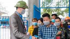 Công nhân Nghệ An cẩn trọng phòng dịch Covid-19 trong ngày đầu tiên trở lại làm việc