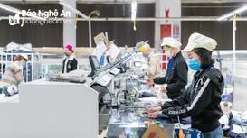 Cận cảnh quy trình sản xuất những sản phẩm thời trang thế giới của lao động Nghệ An