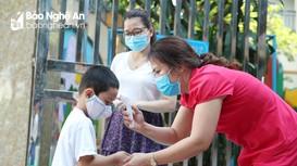 Nghệ An: Nhiều phụ huynh lo ngại dịch bệnh nên cho con nghỉ học
