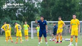 HLV trưởng SLNA nêu quan điểm về phương án tổ chức V.League 2022