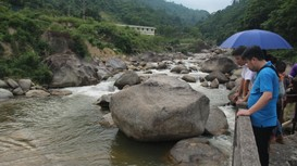 Quế Phong: Hàng trăm hộ dân khốn đốn vì thủy điện