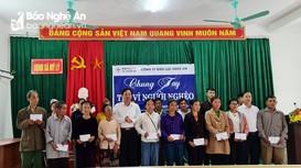 Công ty Điện lực Nghệ An tặng quà Tết cho các hộ nghèo ở Kỳ Sơn