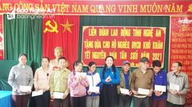LĐLĐ tỉnh thăm, tặng quà các hộ nghèo xã Lưu Kiền (Tương Dương)