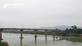 Vớt thi thể nữ sinh nghi nhảy cầu tự tử ở Nam Đàn
