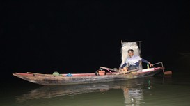 Thâu đêm 'trôi lưới' bắt cá vên ngược nước trên sông Lam