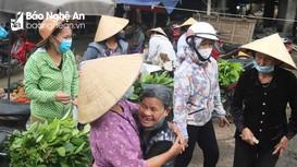 Nghệ An: Người dân còn lơ là, chủ quan trong phòng dịch ở chợ quê