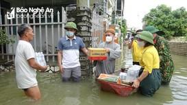 Chùa Yên Thái trao quà hỗ trợ người dân vùng lũ Quỳnh Lưu