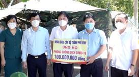 Lãnh đạo TP Vinh thăm hỏi, tặng quà lực lượng phòng, chống dịch ở phường Hưng Dũng