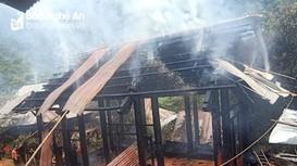 Ngôi nhà ở bản biên giới Nghệ An đang làm dở thì cháy rụi