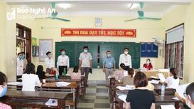 Giám đốc Sở GD&ĐT 'thị sát' việc chấm thi vào lớp 10 và yêu cầu 'hạn chế ít nhất bài thi phúc khảo'