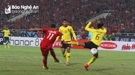 Xem lại màn bắt vô-lê tung lưới Malaysia của Anh Đức