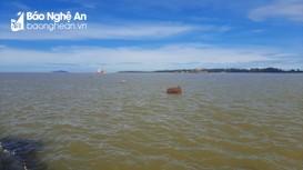 Nghệ An khẩn trương cứu nạn bè mảng của ngư dân tỉnh bạn bị chết máy trôi dạt trên biển