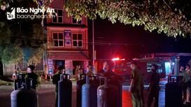 Một nhà hàng bất ngờ bốc cháy trong đêm