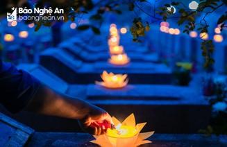 Trang trọng lễ thắp nến tri ân tại Nghĩa trang liệt sỹ TP Vinh