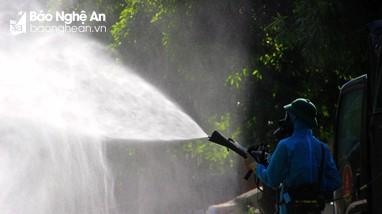 Nghệ An: Tức tốc phun khử khuẩn những nơi bệnh nhân Covid-19 tại phường Hưng Dũng từng đến