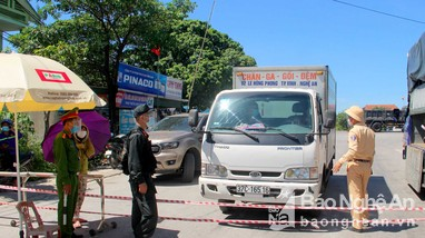 Cận cảnh các chốt kiểm soát tại cửa ngõ thành Vinh