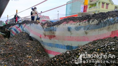 Cận cảnh điểm sụt lún nghiêm trọng Quốc lộ 1A đoạn qua Nghệ  An