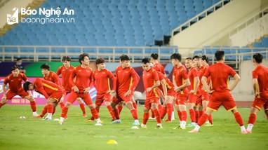 Bùi Tiến Dũng bình phục, quyết tâm đánh bại Trung Quốc; Messi nghỉ thi đấu vì chấn thương