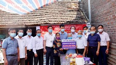Trao 150 triệu đồng hỗ trợ xây dựng 3 nhà tình nghĩa cho thân nhân liệt sĩ ở Hưng Nguyên