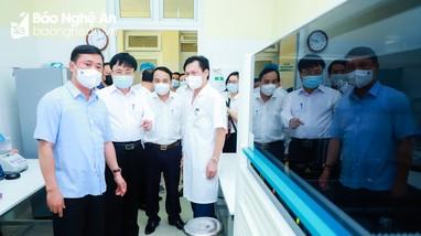 Bí thư Tỉnh ủy kiểm tra công tác phòng, chống dịch Covid -19, tặng quà một số đơn vị Y tế