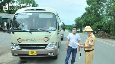 Nghệ An: Cấp 250 thẻ nhận diện phương tiện hoạt động trên 'luồng xanh vận tải'