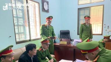 Bán hàng trăm cây gỗ trái phép, 2 lãnh đạo Ban Quản lý rừng phòng hộ ở Nghệ An bị bắt