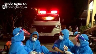 Trắng đêm truy vết, lấy mẫu xét nghiệm Covid-19 ở Nghệ An