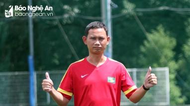 HLV Lê Văn Hùng dẫn dắt U17 Sông Lam Nghệ An