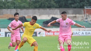 Sông Lam Nghệ An thất bại trong trận 'derby xứ Nghệ', vì sao?