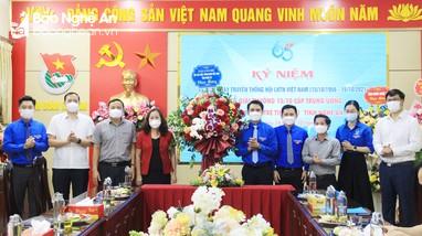 Trao giải thưởng 15/10 cấp Trung ương và tuyên dương gia đình trẻ tiêu biểu tỉnh Nghệ An năm 2021