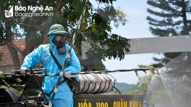Video: Bộ đội Quân khu 4 cấp tập phun khử khuẩn trường THPT Hoàng Mai