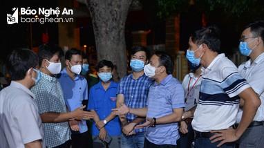 Trắng đêm lấy mẫu xét nghiệm ở Diễn Châu