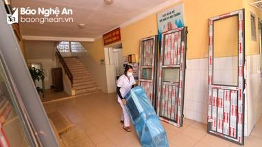 Cận cảnh gấp rút hoàn thành bệnh viện dã chiến ở Nghệ An