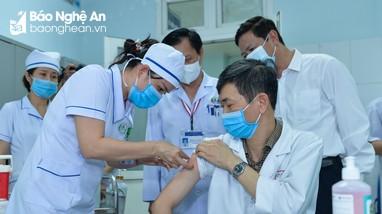 Hơn 500 người Nghệ An được tiêm vaccine Covid-19