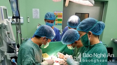 Bệnh viện Sản Nhi Nghệ An cứu sống trẻ sơ sinh nội tạng nằm ngoài ổ bụng