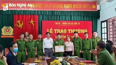 Cửa Lò trao thưởng Ban chuyên án bắt vụ buôn bán pháo nổ