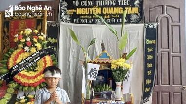 Nhói lòng hoàn cảnh cậu bé 8 tuổi mồ côi bố, thiếu vắng tình mẹ
