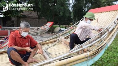 'Bí quyết' kết bè mảng không cần đóng đinh của ngư dân Nghệ An