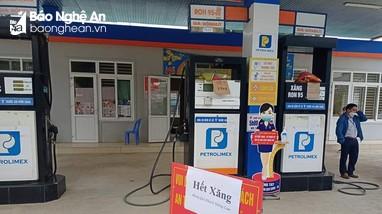 Nhiều cây xăng trên địa bàn huyện Quế Phong treo biển 'hết xăng'