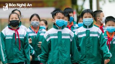 Nhà trường và học sinh chủ động phòng dịch trong ngày trở lại trường