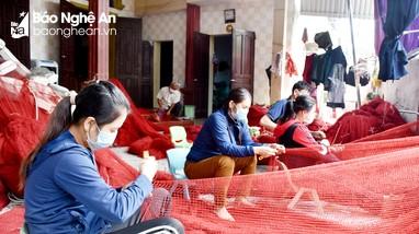 Những người 'vá' hạnh phúc ở làng biển xứ Nghệ
