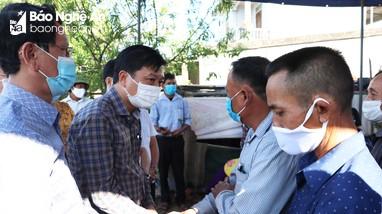 Lãnh đạo tỉnh tới thăm, động viên gia đình các nạn nhân trong vụ cháy ở TP. Vinh