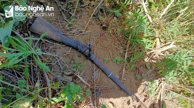 Nghệ An: Phát hiện người đàn ông tử vong bên khẩu súng săn