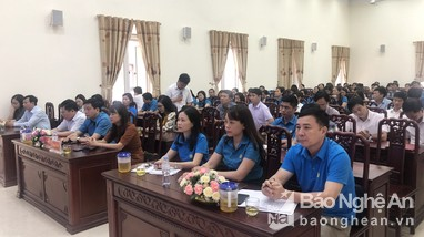 Lãnh đạo thị xã Thái Hòa đối thoại với người lao động
