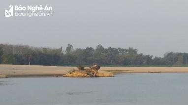 Bé trai gần 3 tuổi đuối nước thương tâm trên sông Lam