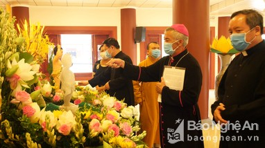 Tòa Giám mục Giáo phận Vinh chúc mừng đại lễ Phật đản
