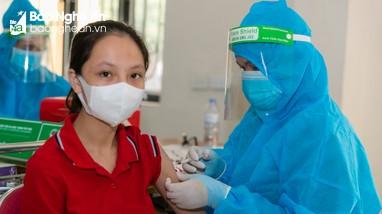 Bệnh viện Đa khoa thành phố Vinh tiêm vắc-xin Covid-19 an toàn cho cộng đồng