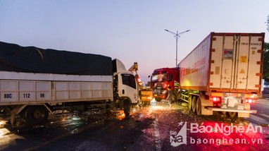 Tai nạn giao thông gây ùn tắc hàng cây số trên Quốc lộ 1A