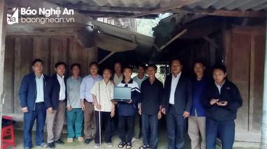 Nghệ An: Họ hàng góp tiền mua máy tính tặng cậu học trò người Mông đậu Đại học Y Hà Nội