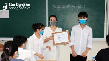 Nữ sinh Trường THPT chuyên Phan Bội Châu đạt thủ khoa khối C toàn quốc